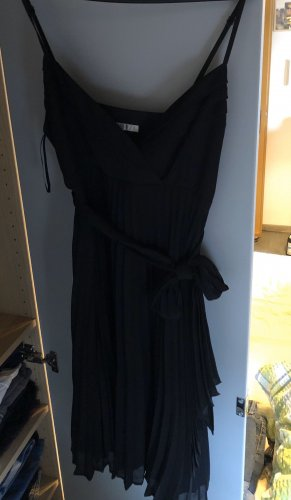 plissiertes schwarzes Kleid