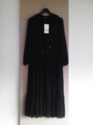 Plumetis Midikleid in schwarz mit Kaputze, Grösse S, neu
