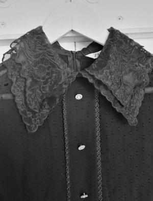 Plumetis Overall Schwarz Zara Jumpsuit mit Schmuckkmöpfen Puffärmel Bubikragen aus Spitze