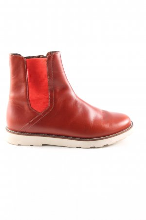 Pointer Booties red casual look