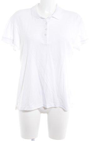 Camiseta tipo polo blanco look casual