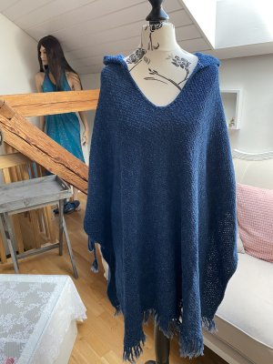 Knitted Poncho blue