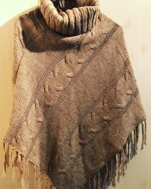 Knitted Poncho beige