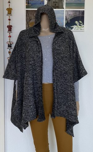 Atmosphere Knitted Poncho black-white