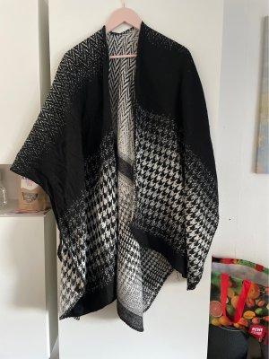 Poncho en tricot noir-blanc
