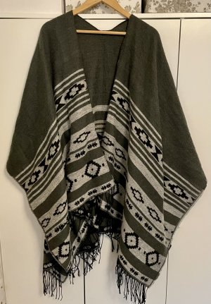 Poncho en tricot noir-gris