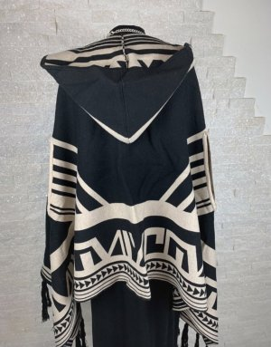 Knitted Poncho black-cream