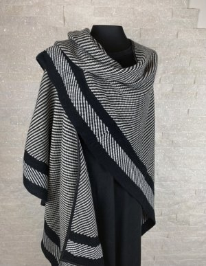 Knitted Poncho black-natural white