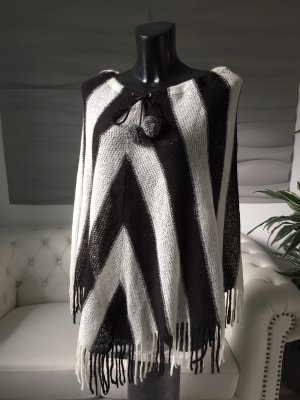 Poncho en tricot blanc-noir