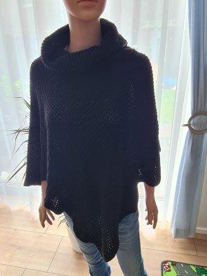 Madonna Poncho in maglia nero
