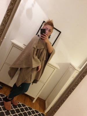 Burberry Poncho marrón claro