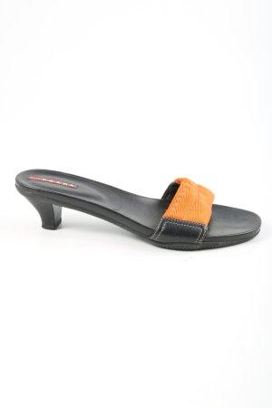 Prada Sandalias con tacón negro-naranja claro look casual