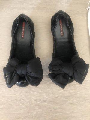 Prada Bailarinas de charol con tacón negro Cuero