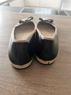 Prada Ballerina di pelle verniciata nero-marrone chiaro