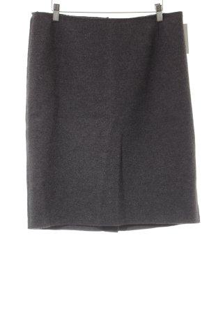 Prada Falda de tubo gris oscuro look casual
