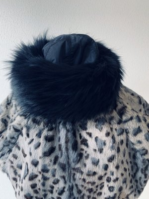 Prada Chapeau en fourrure noir