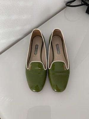 Prada Ballerines en cuir verni vert olive