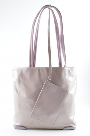 Prada Handtasche altrosa Street-Fashion-Look