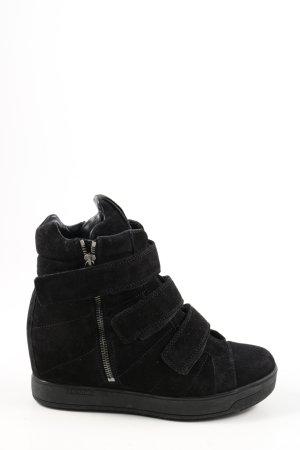 Prada Keil-Stiefeletten schwarz Casual-Look