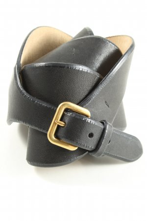 Prada Cinturón de cuero negro look casual