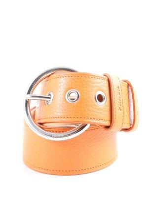 Prada Cinturón de cuero naranja claro look casual