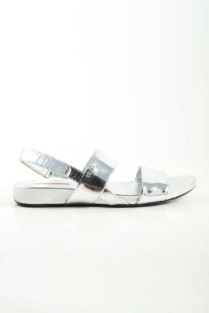 Prada Riemchen-Sandalen silberfarben Elegant