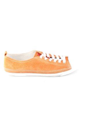 Prada Zapatilla brogue naranja claro-blanco look casual