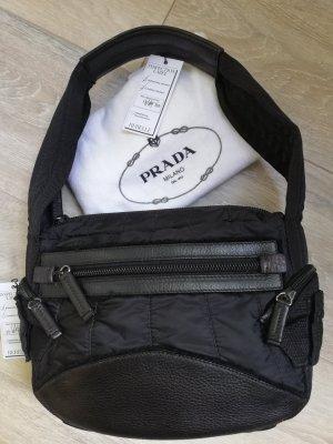 Prada Schultertasche aus Nylon in schwarz