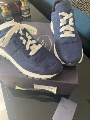 Prada Sneakers met veters donkerblauw Nylon