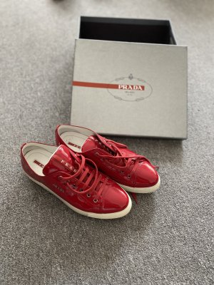 Prada Sneakers met veters karmijn