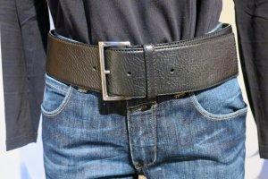 Prada Cinturón de cuero negro-color plata