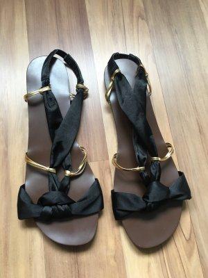 Prettyfit Strapped Sandals black-gold-colored