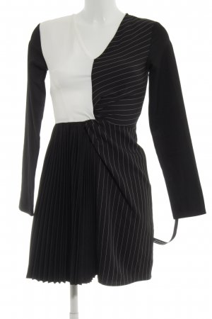 PrettyLittleThing A-Linien Kleid schwarz-weiß Streifenmuster extravaganter Stil