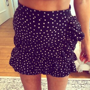 PrettyLittleThing Flounce Skirt black-white