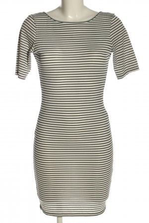PrettyLittleThing Jerseykleid weiß-schwarz Streifenmuster Casual-Look