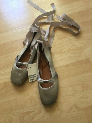 H&M Ballerine à bride arrière gris clair-bleu pâle