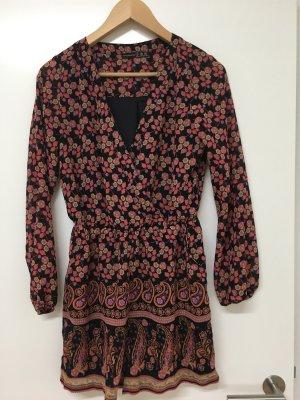 Primark / Jumpsuit mit floralem Muster