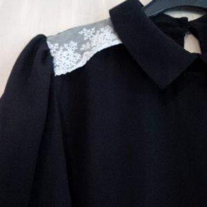 PRIMARK | ungetragene, schwarze Bluse mit Spitze