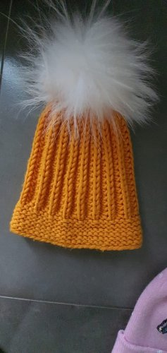 Bonnet à pompon blanc-orange clair