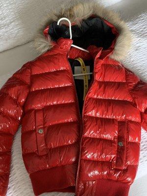 Chaqueta de plumón rojo