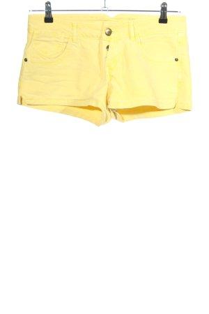 Pull & Bear Hot Pants blassgelb Casual-Look