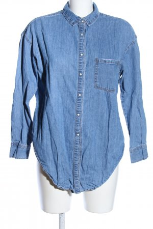 Pull & Bear Camisa vaquera azul look casual