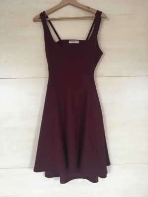 Pull & Bear Vestido cut out burdeos