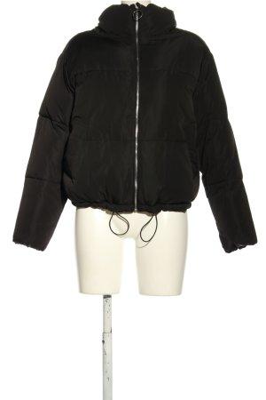Pull & Bear Chaqueta acolchada negro estampado acolchado look casual