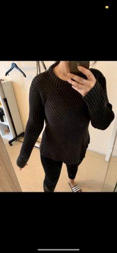 Warkoczowy sweter czarny
