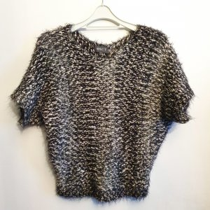 Apricot Knitted Sweater white-black