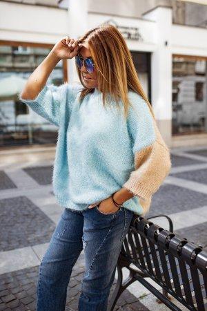 Bastet Sweter oversize beżowy-niebieski
