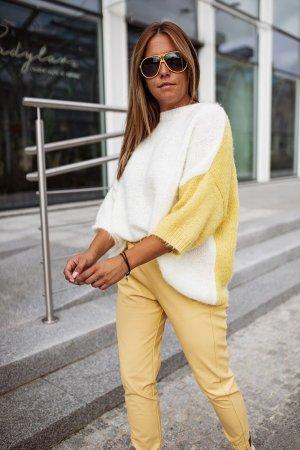 Bastet Sweter oversize w kolorze białej wełny-żółty