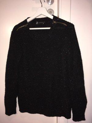 Pullover gestrickt mit Reißverschlüssen auf der Schulter