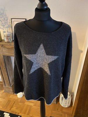 Pullover grau mit Stern